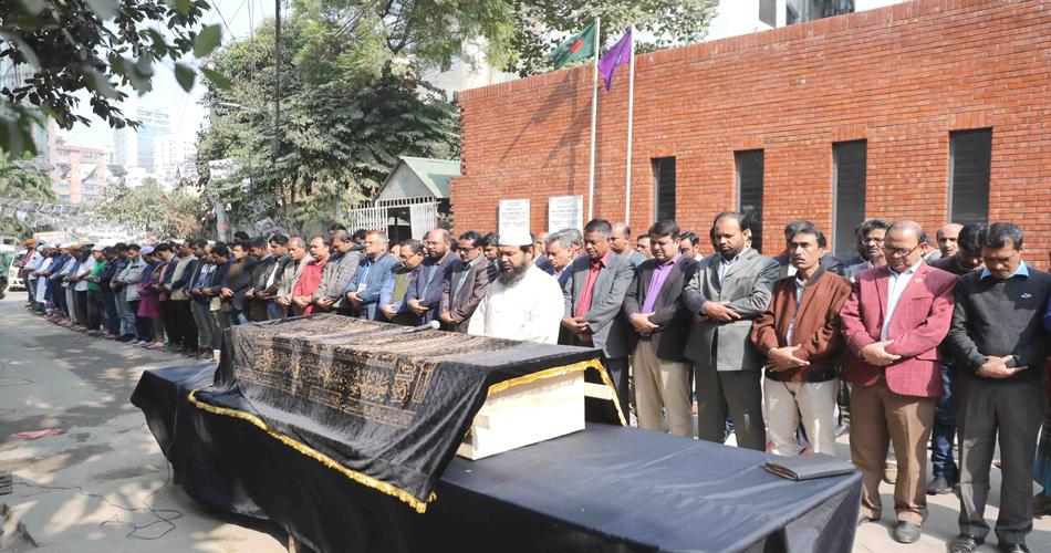 সাংবাদিক মিথুন মাহফুজএর জানাজা ঢাকা রিপোর্টার্স ইউনিটি চত্বরে অনুষ্ঠিত হয়েছে। ছবি : ডিআরইউ।
