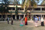 কুমিল্লায় পরীক্ষায় নকল করতে না দেওয়ায় শিক্ষক অবরুদ্ধ-ভাংচুর