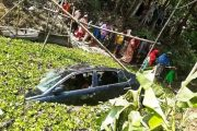 কুমিল্লায় প্রাইভেটকার খাদে পড়ে নিহত ৩