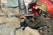 কাশ্মীরে গোলাগুলিতে ভারতীয় সেনাসহ নিহত ৪