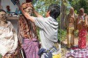 মৃত ব্যক্তিকে কবর থেকে তুলে এনে সাজানোর রেওয়াজ যে গ্রামে